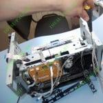 Демонтированная направляющая с проводами