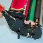 Выщелкивание технической пластиковой заглушки датчика тонера OKI c810