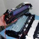 Отсоединяем блок ксерографии