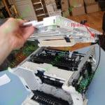 Демонтаж  верхней части кожуха принтера