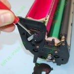 Снятие отражающего лепестка лепестка датчика тонера OKI C810