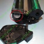 пробка через которую производится заправка картриджа тонером.